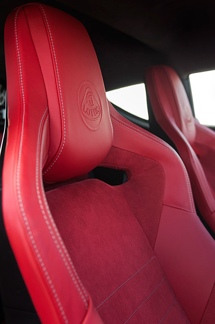 Evora-400-Interior-Red-Alcantara-25_09_15-13_0