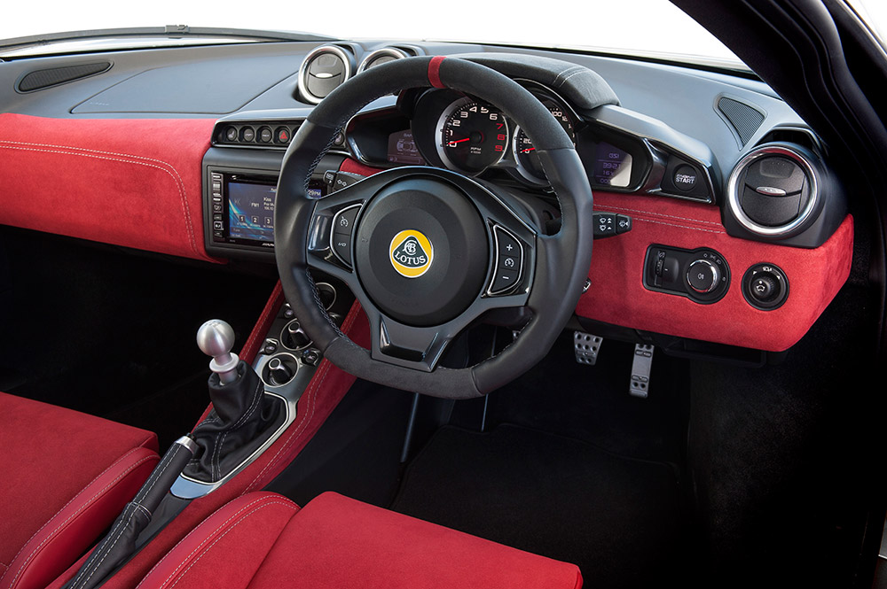 Evora-400-Interior-Red-Alcantara-25_09_15-15_0