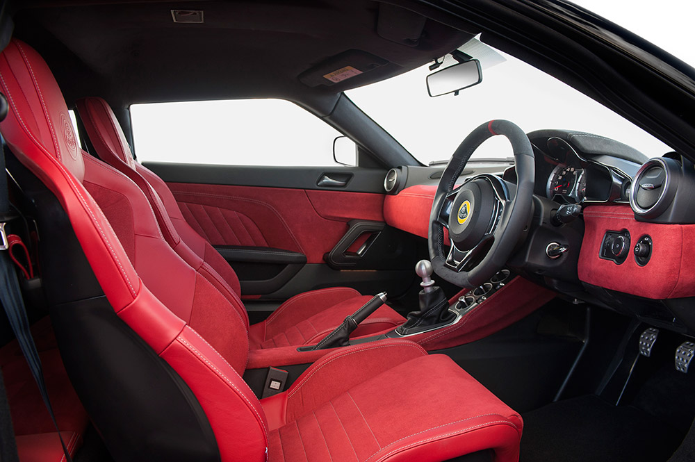 Evora-400-Interior-Red-Alcantara-25_09_15-7_0